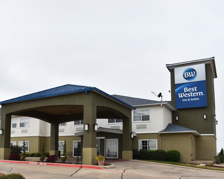 Best Western Club House Inn & Suites - At Best Western Mineral Wells hotel, guests have it all, from spacious, comfortable rooms to the best service in town. The Holiday Hills Country Club is a short drive away, which is a must for golfers and those looking for a decadent dinner.