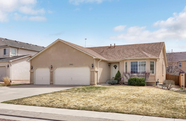 SOLD // $365,000  PRONGHORN MEADOWS CIRCLE  POWERS