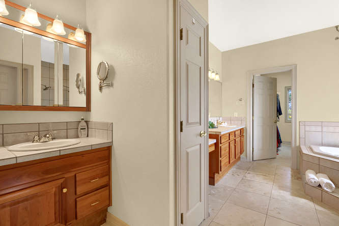 19624 Falcon Crest Ct Monument-small-032-53-Bathroom-666x445-72dpi.jpg
