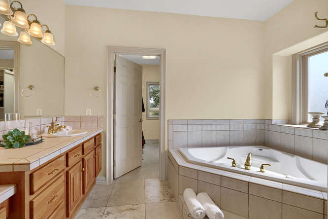 19624 Falcon Crest Ct Monument-small-034-22-Bathroom-666x445-72dpi.jpg