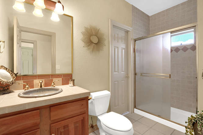 19624 Falcon Crest Ct Monument-small-037-10-Bathroom-666x445-72dpi.jpg