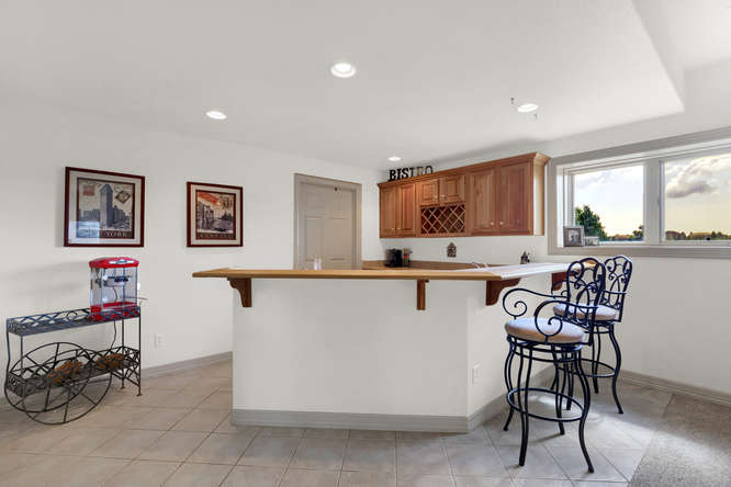 19624 Falcon Crest Ct Monument-small-048-48-Wet Bar-666x445-72dpi.jpg
