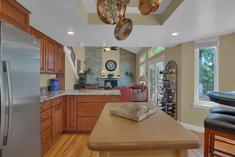 7495 Hickorywood Dr Colorado-large-021-24-Kitchen-1500x1000-72dpi.jpg