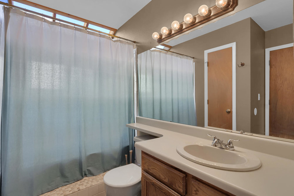 3563 Pennyroyal Lane Colorado-large-018-30-Bathroom-1500x1000-72dpi.jpg
