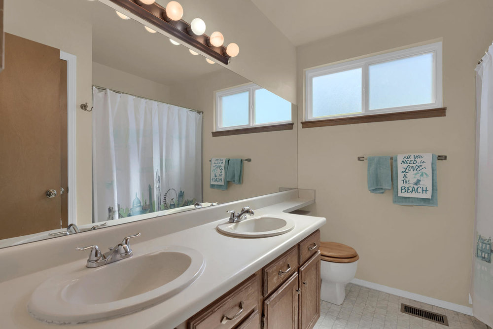 3563 Pennyroyal Lane Colorado-large-023-14-Bathroom-1500x1000-72dpi.jpg