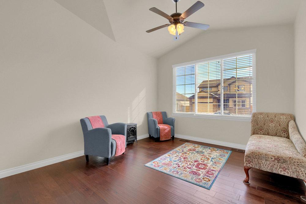 6250 San Mateo Dr Colorado-print-006-3-Living Room-2800x1867-300dpi.jpg