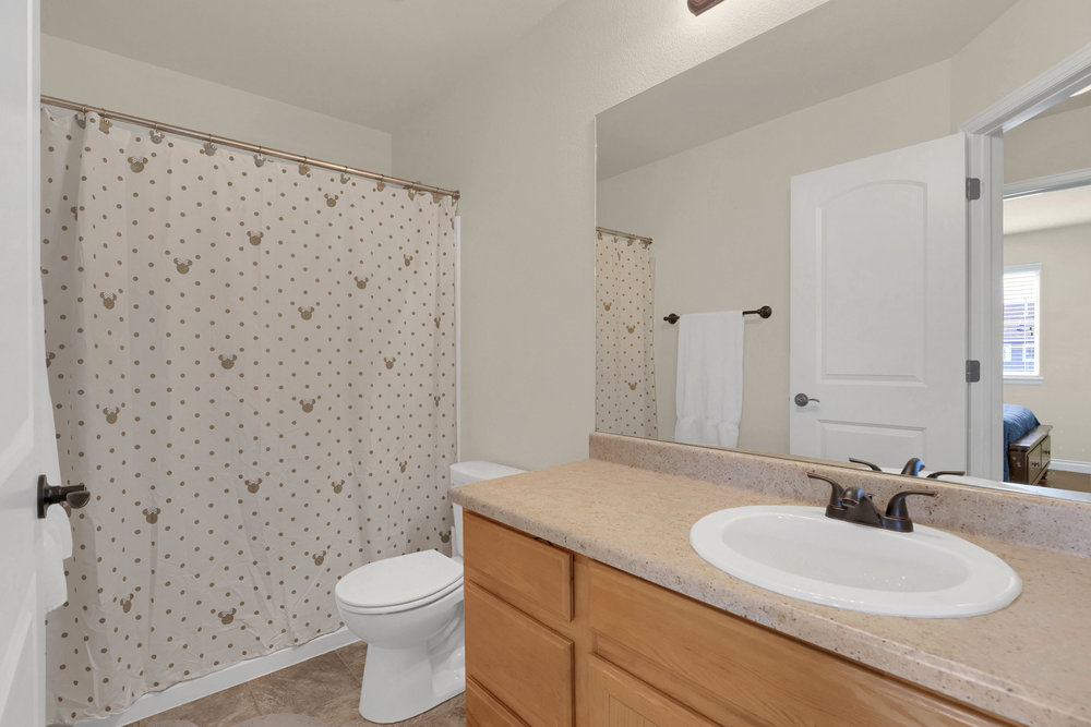 6250 San Mateo Dr Colorado-print-028-27-Bathroom-2800x1867-300dpi.jpg