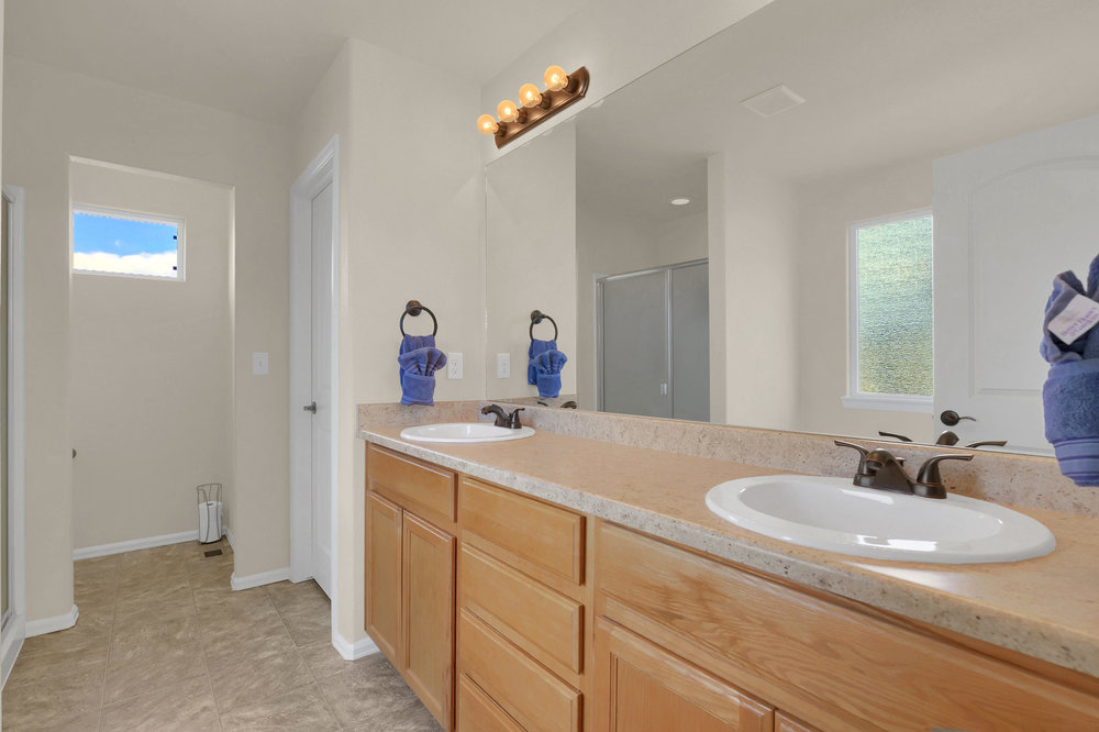 6250 San Mateo Dr Colorado-print-029-28-Bathroom-2800x1866-300dpi.jpg