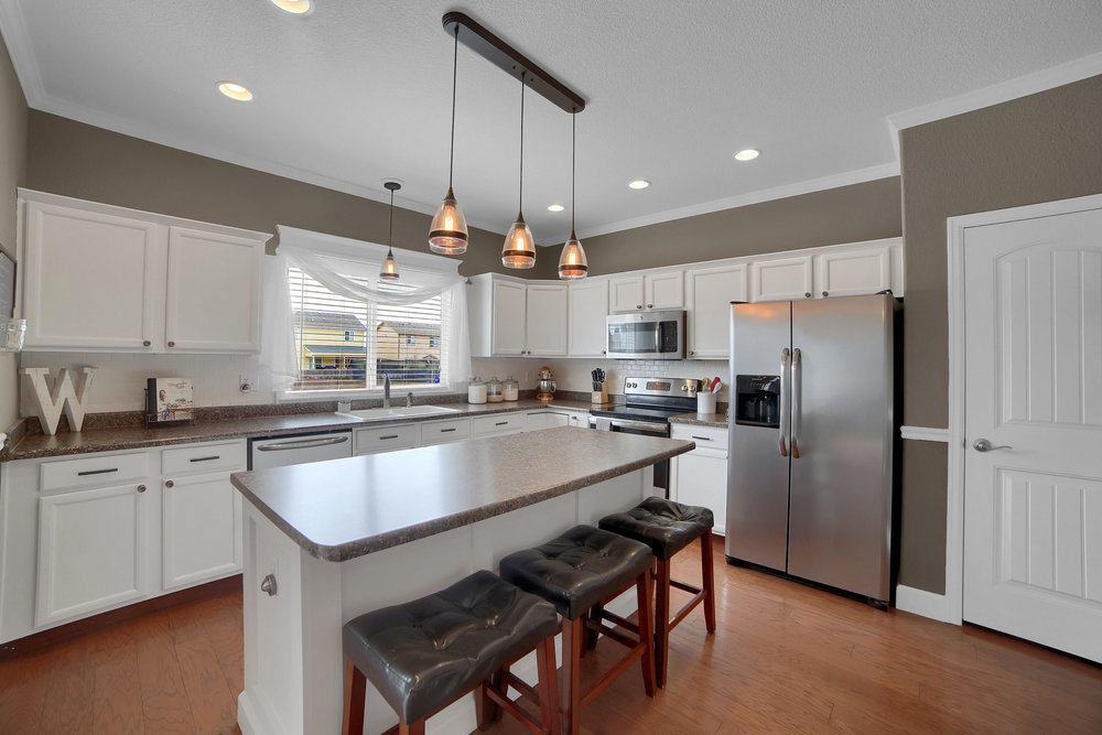 10421 Desert Bloom Way-print-010-14-Kitchen-3648x2432-300dpi.jpg