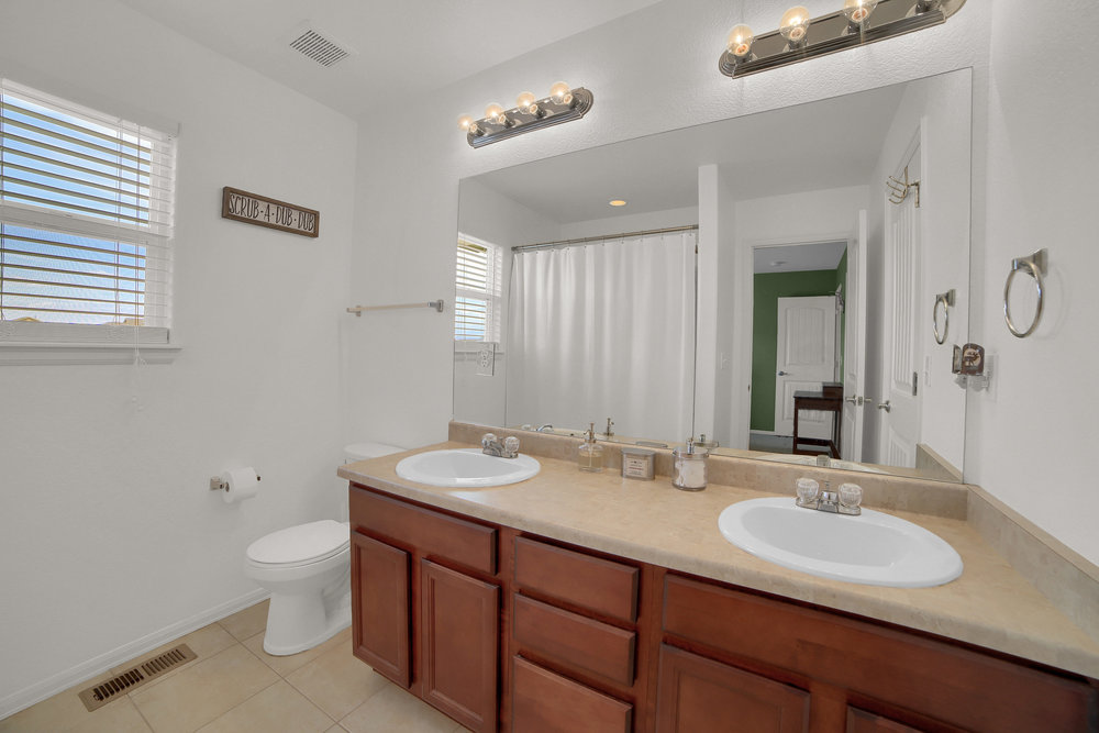 10421 Desert Bloom Way-print-017-2-Bathroom-3648x2432-300dpi.jpg