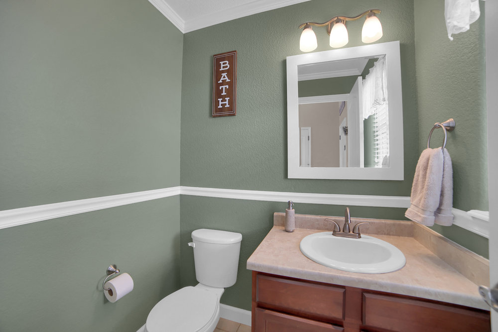 10421 Desert Bloom Way-print-022-28-Bathroom-3648x2432-300dpi.jpg