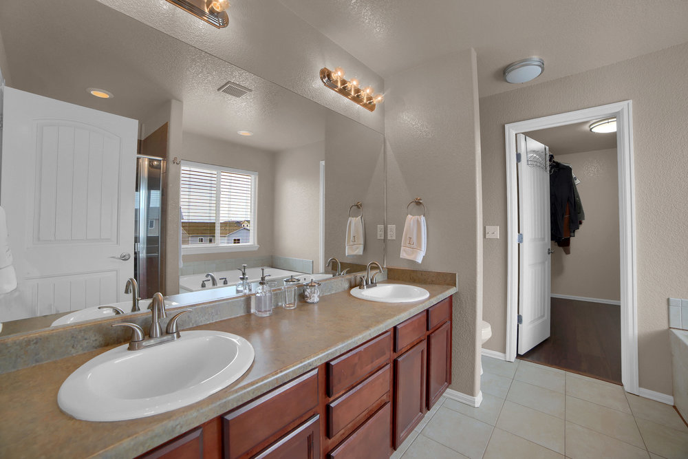 10421 Desert Bloom Way-print-024-8-Bathroom-3648x2432-300dpi.jpg