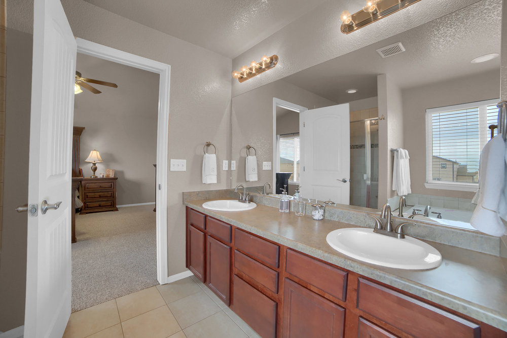 10421 Desert Bloom Way-print-028-16-Bathroom-3648x2432-300dpi.jpg