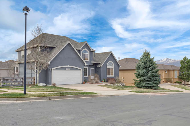 1147 Meadow Oaks Dr Colorado-small-010-45-Exterior Front-666x445-72dpi.jpg