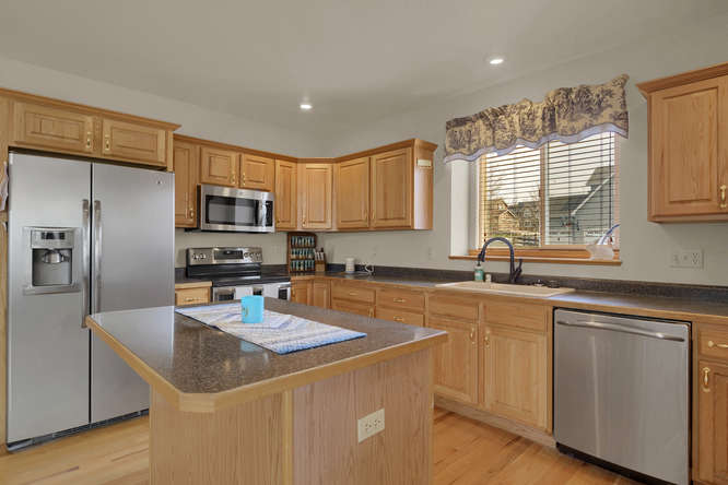 1147 Meadow Oaks Dr Colorado-small-020-28-Kitchen-666x445-72dpi.jpg