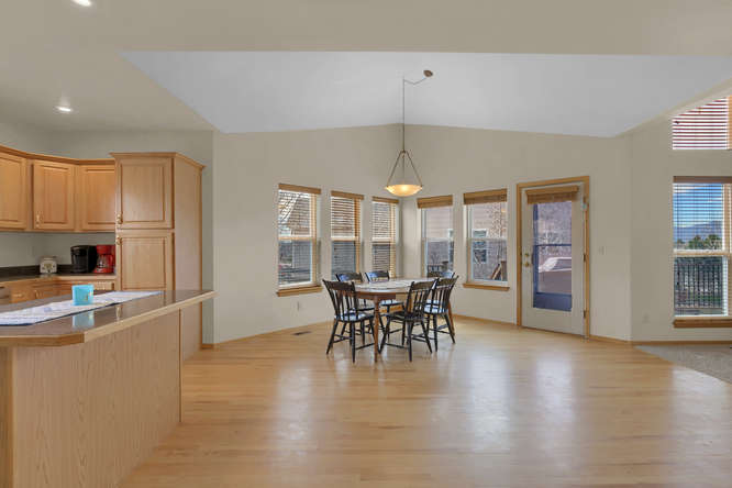 1147 Meadow Oaks Dr Colorado-small-024-33-Eating Area-666x445-72dpi.jpg