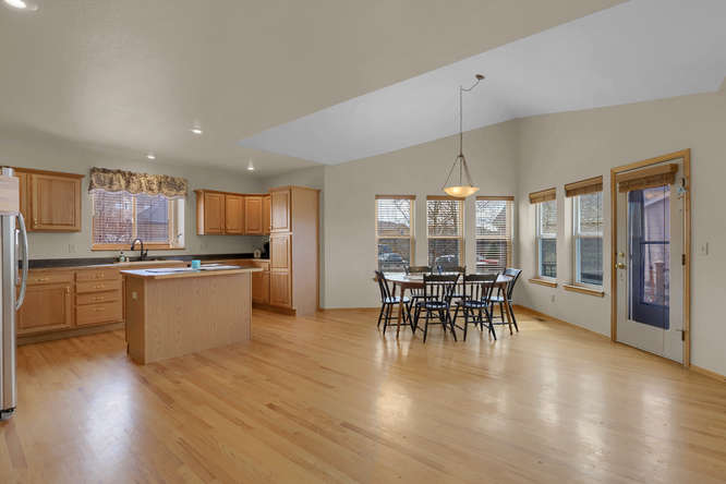 1147 Meadow Oaks Dr Colorado-small-025-30-Kitchen-666x445-72dpi.jpg
