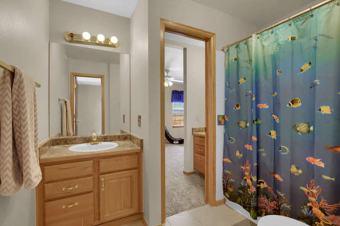 1147 Meadow Oaks Dr Colorado-small-028-11-Bathroom-666x445-72dpi.jpg