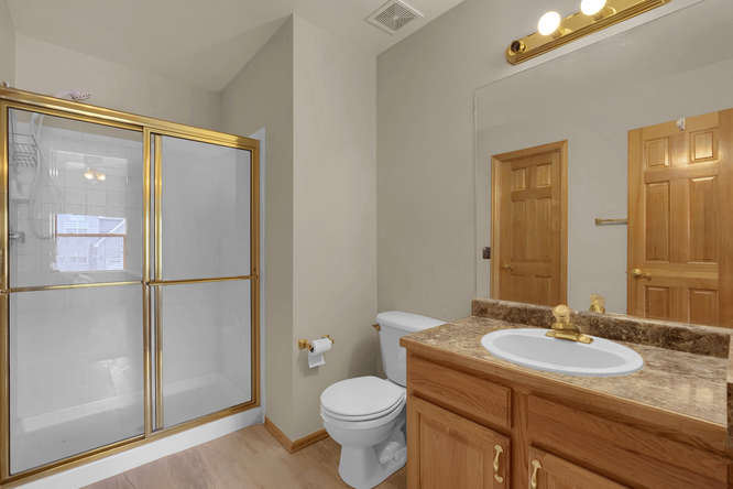 1147 Meadow Oaks Dr Colorado-small-030-19-Bathroom-666x445-72dpi.jpg