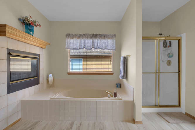 1147 Meadow Oaks Dr Colorado-small-035-18-Bathroom-666x445-72dpi.jpg