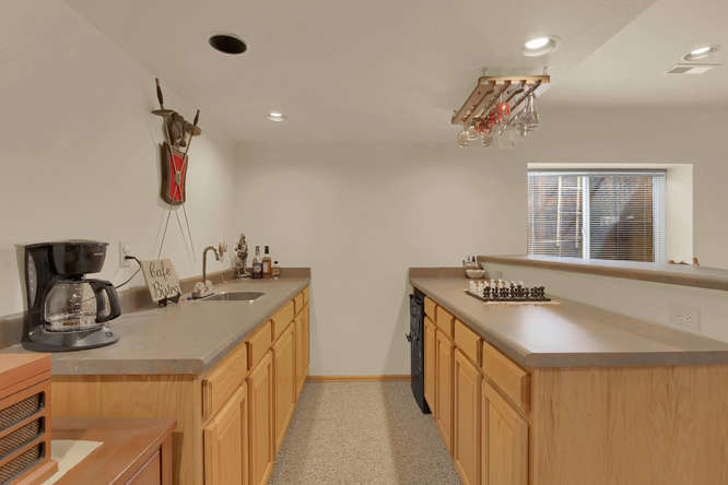 1147 Meadow Oaks Dr Colorado-small-043-41-Wet Bar-666x445-72dpi.jpg