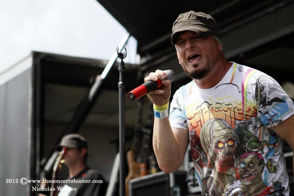 Uncrowned_Rockstar_Uproar_Tampa_9-13-2012_003.jpg