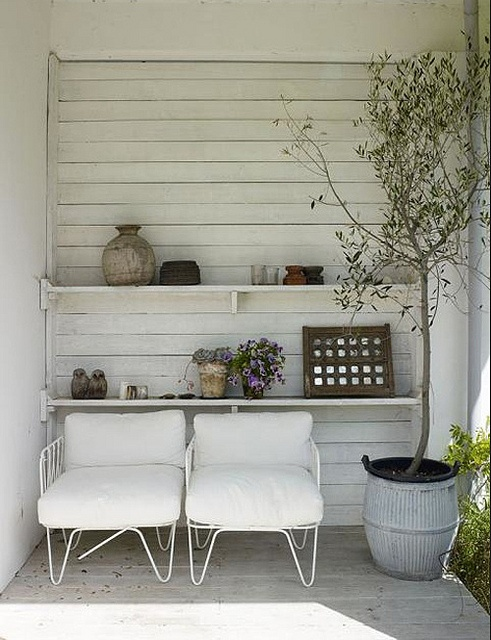 Seating nook {image via style files}