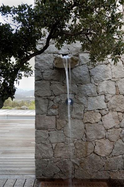 Drystone wall {image via lemoniteur}