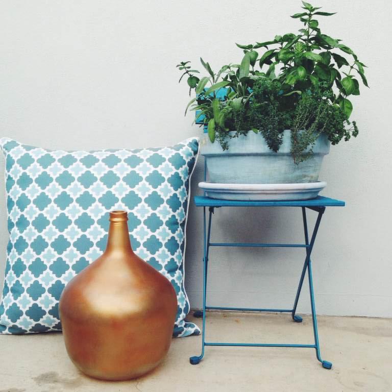 pot stand & copper vase | slightly garden obsessed