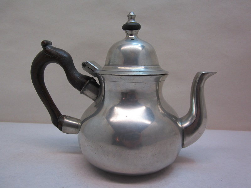 robert bush teapot  item #10-493