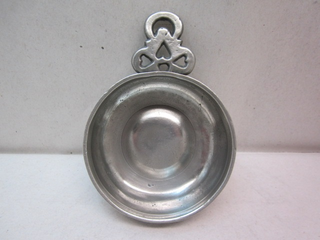 new england 'hearts and moon' porringer item #2-769