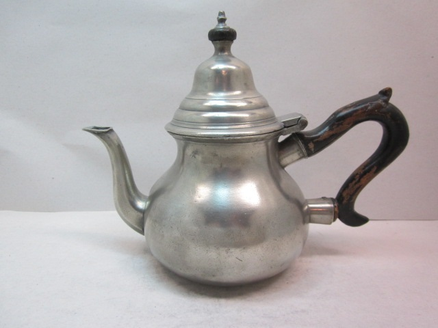 hale 1790 pear teapot  item #3-791