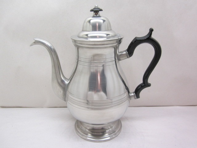 fine a. griswold coffeepot item #9-852