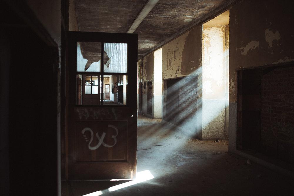 016-Abandoned_School.jpg