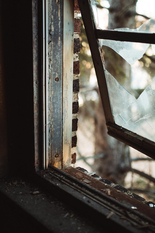 017-Abandoned_School.jpg
