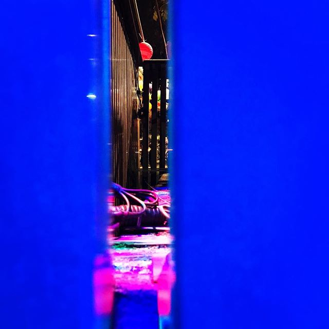 #peekingthrough #insidethebox #artificialcolors #artseverywhere #coloreyes #rgb #rgbmix #rainbowy #saturatedcolors #colorinlife