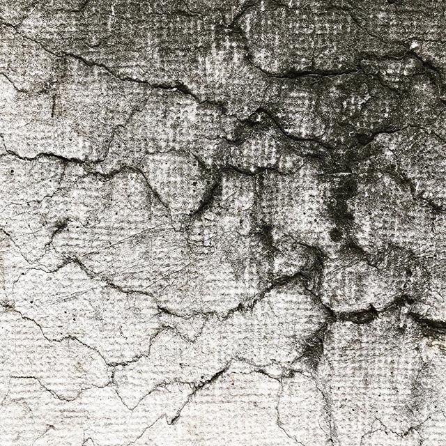 #ancient #cracked #wall #chinesecalligraphy #grayscale #cracked #arteverywhere #geneva