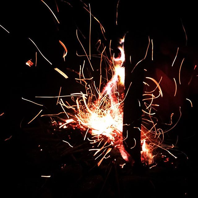 #fire #bonfire #bbq #bbqparty #outinnature #outinthefield #camping #campers #camptime #firestar #lightofnature #sparkle #arteverywhere #taiwan #randombeauty