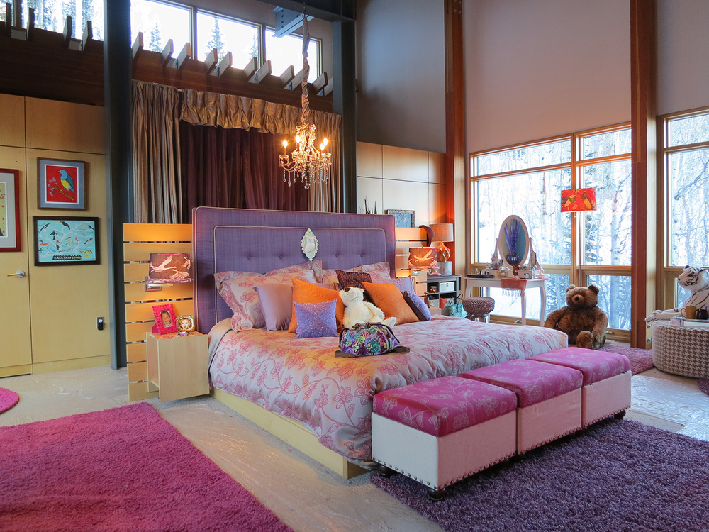 Uber-rich girl Kayla's (Dove Cameron) bedroom.