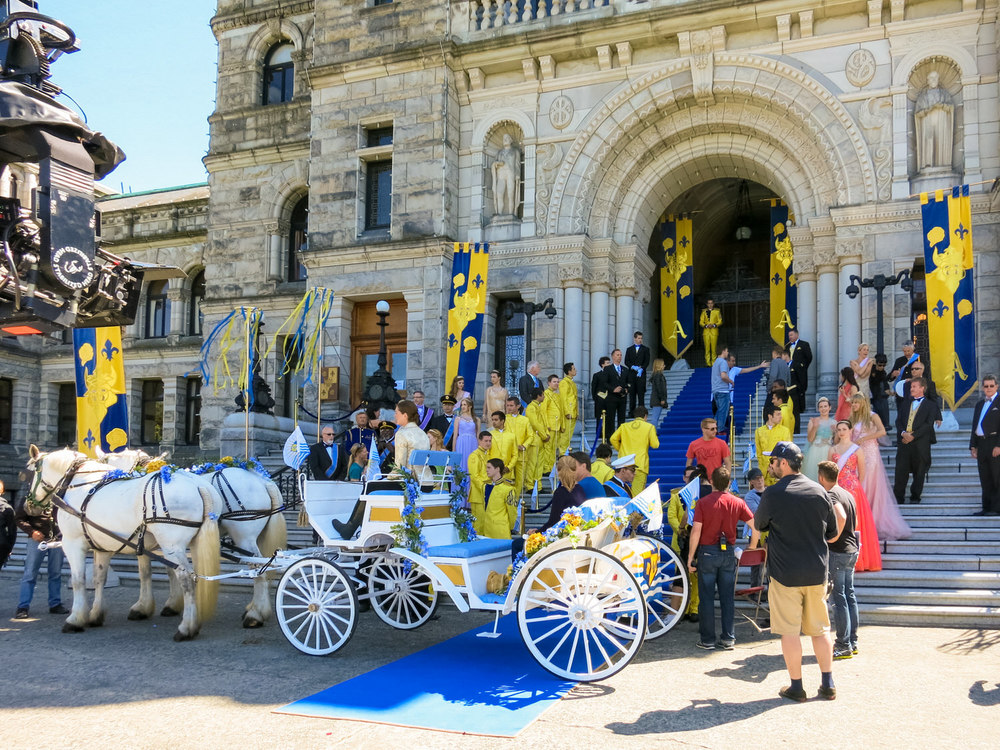 The royal carriage arrives for the coronation. The royal palette of Auradon comes from Belle and the Beast's costumes from the dance scene in Beauty and the Beast.