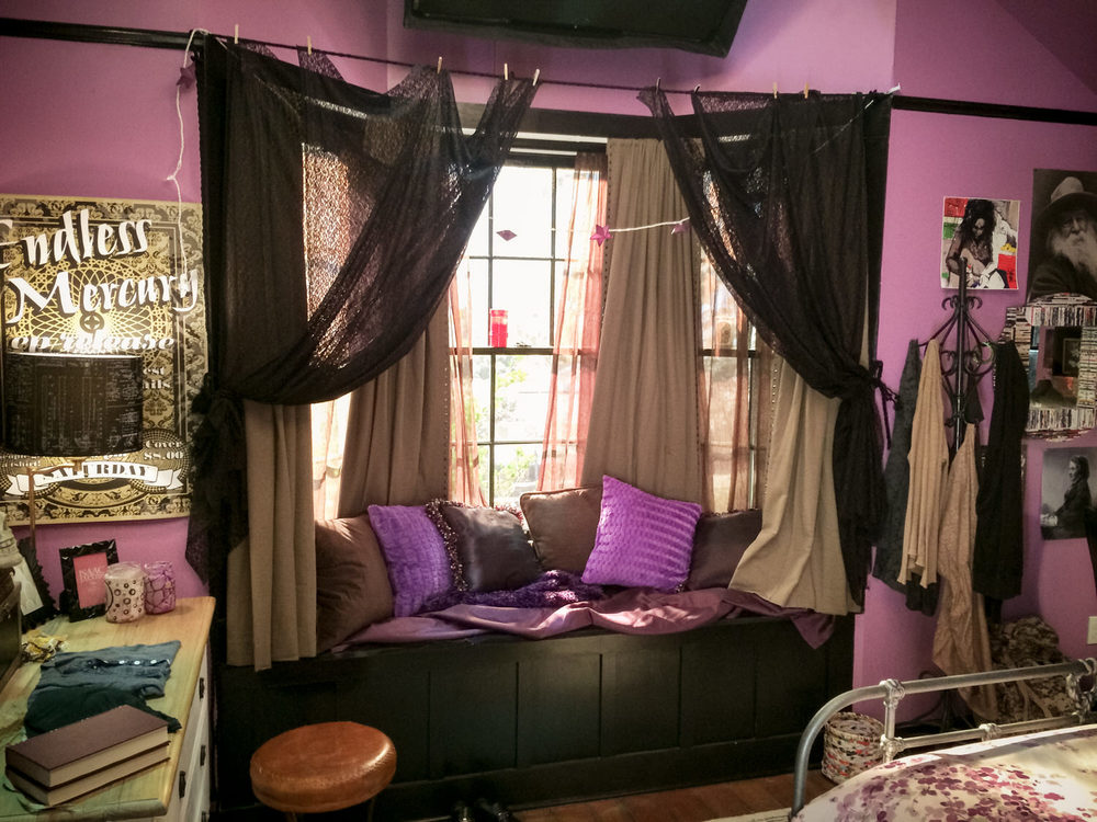 Another view of Cleo's (Rowan Blanchard) room.