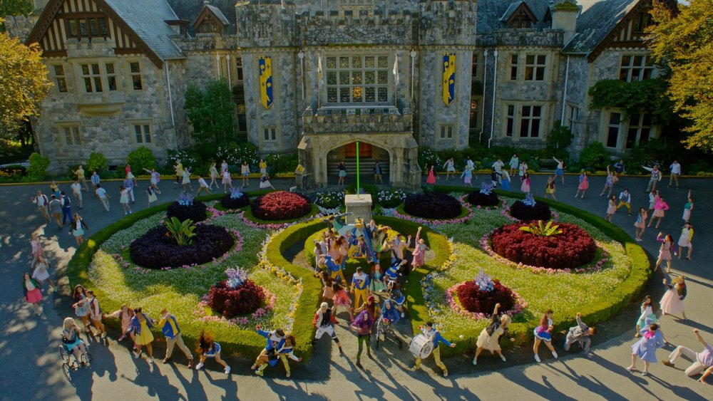 Descendants 2 opens in a Fantasy musical number in the familiar setting of the Auradon Prep campus.