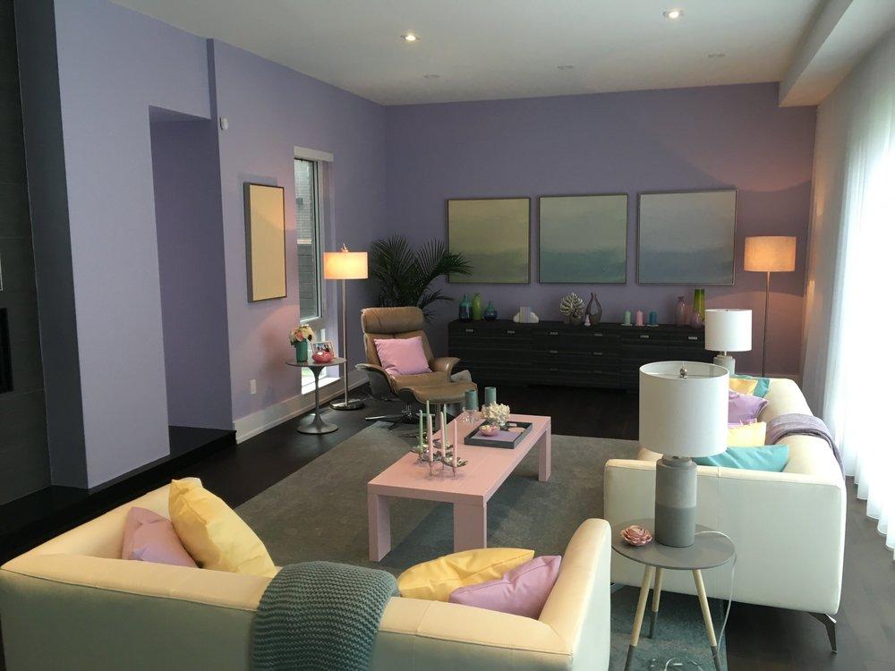 Addison's (Meg Donnelly) family living room.