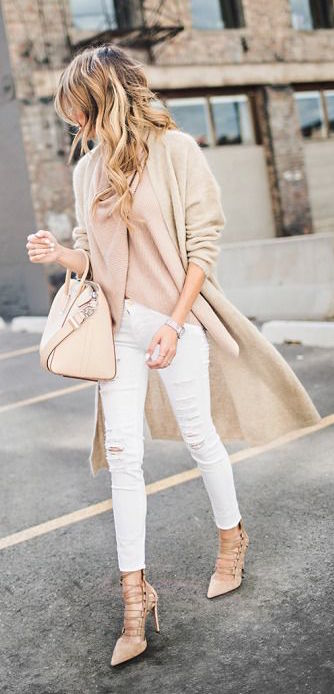 A peach topper, matching accessories and winter white jeans are the preppy way to approach the chilly weather. Found on  Pinterest .