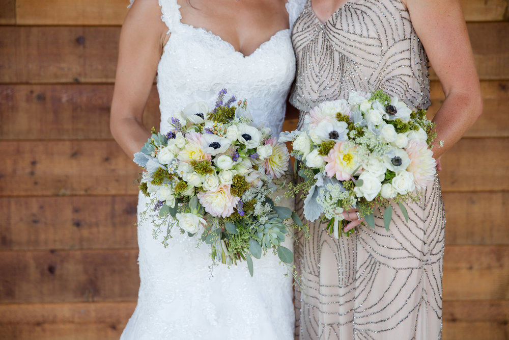 Summer rustic wedding bridal bouquet by Floral Design by Lili, Vancouver Wedding Florist, British Columbia. Image by  Roxana Albusel Photography