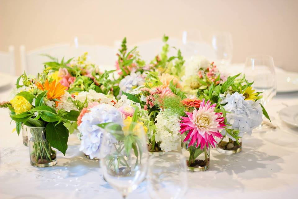 Garden Style Wedding centrepieces by wedding florist Floral Design by Lili located in Fraser Valley, B.C. Image by Mandy Fang Photography