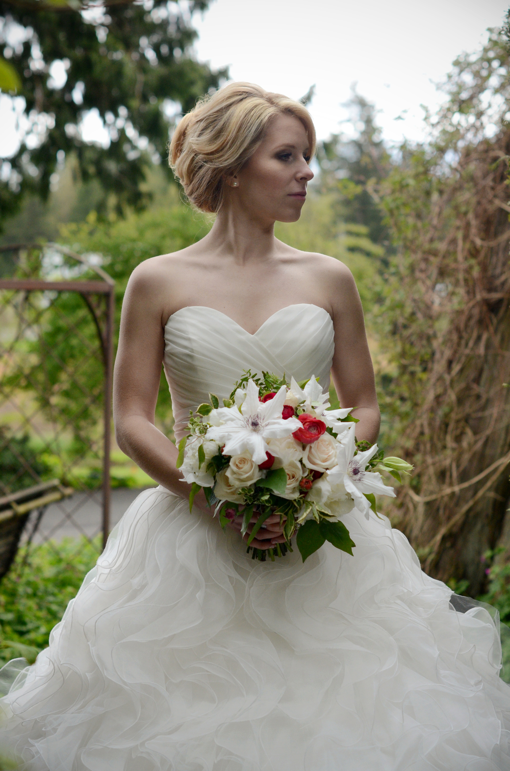 Rustic Garden style bridal bouquet by Floral Design by Lili in Abbotsford, B.C. Image by Acacia Ann Photography