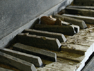 broken_piano.png
