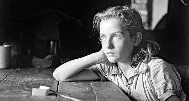 Voula Papaioannou, Retrato de Rapariga, Atenas 1945