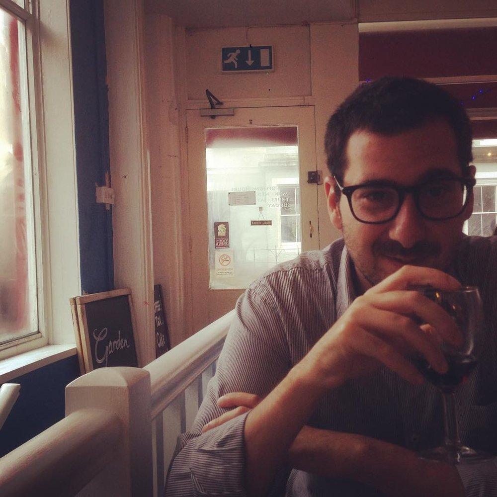 José Pedro Moreira - Lisboa, 1983. Vive em Oxford.Publicou traduções do Agamémnon de Ésquilo (Artefacto Edições, 2012) e de Catulo (juntamente com André Simões, Livros Cotovia, 2012).Um dos fundadores e editores da Enfermaria 6.